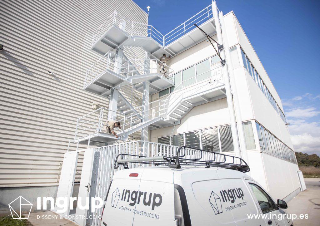 001 kh7 mantenimiento empresas escalera ingrup estudi diseno construccion granollers barcelona obra reforma interiorismo pintura integral escaleras exterior restauracion operario bicomponente acabados