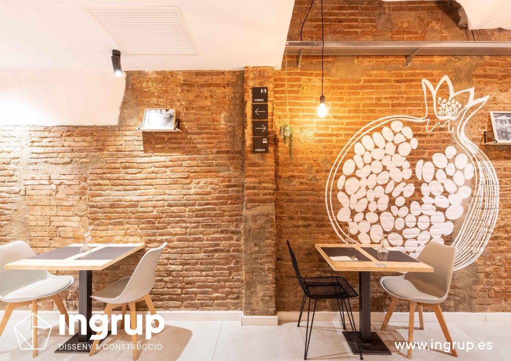 0011 la magrana restaurante ingrup estudi diseno construccion granollers barcelona obra reforma interiorismo detalles decoracion vinilo de corte señaletica mobiliario iluminacion