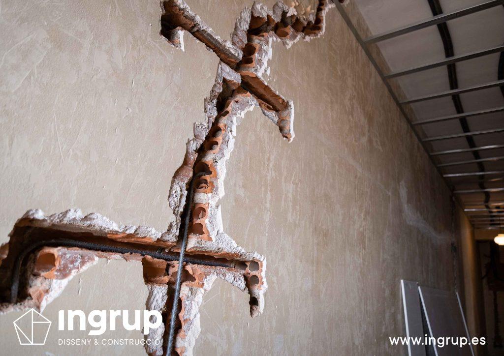0011 reforma integral vivienda ingrup estudi diseno construccion granollers barcelona obra reforma nueva reparacion de grieta estructural en pared mediante grapas