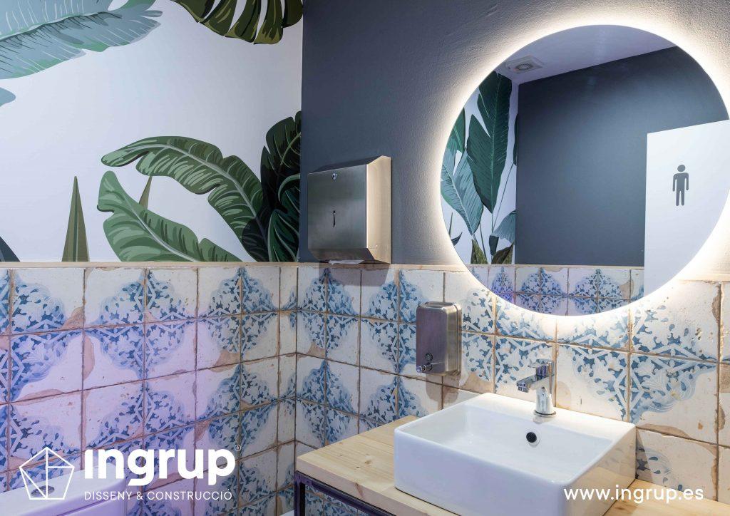 0015 la magrana restaurante ingrup estudi diseno construccion granollers barcelona obra reforma interiorismo lavabos wc gres hidraulico vinilo impreso pintura decorativa espejo retroiluminado