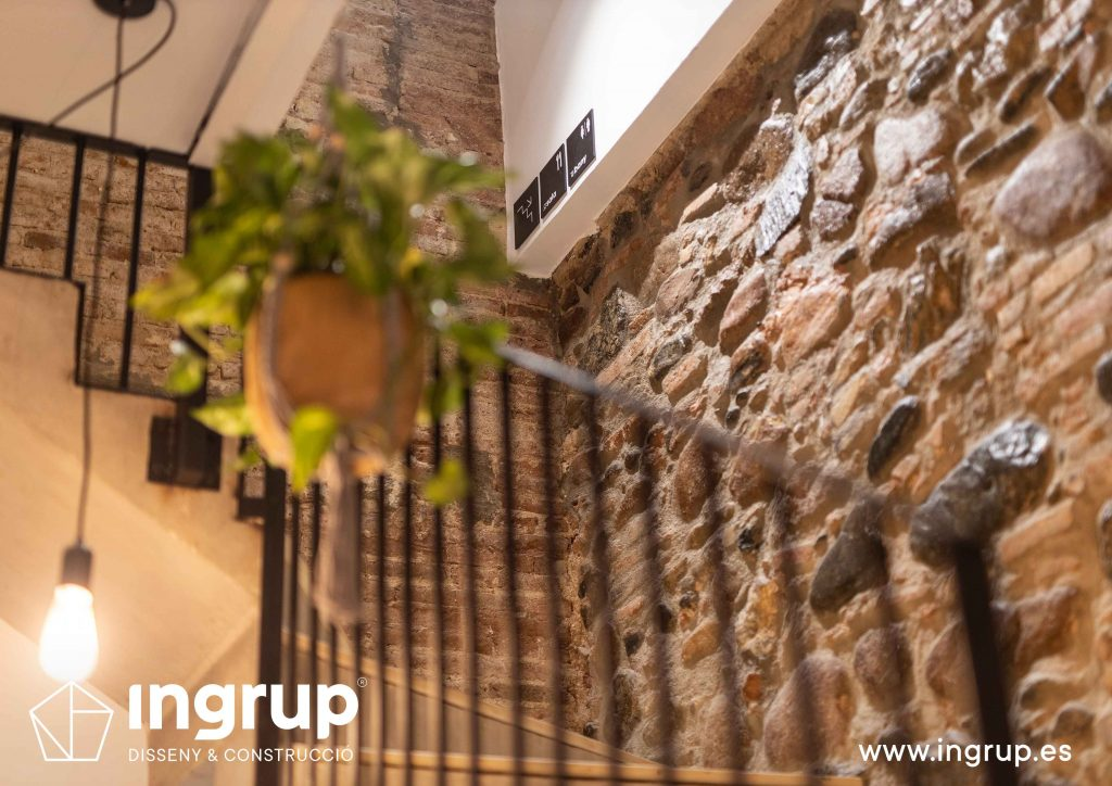 0019 la magrana restaurante cuina meditarrania ingrup estudi diseno construccion granollers barcelona obra reforma interiorismo detalle acabados escaleras nuevas barandilla plantas medida hierro negro