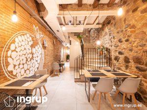 006 la magrana restaurant ingrup estudi obra reforma construccion diseno nuveo comedor interior escalera de obra acabados madera vinilos iluminacion