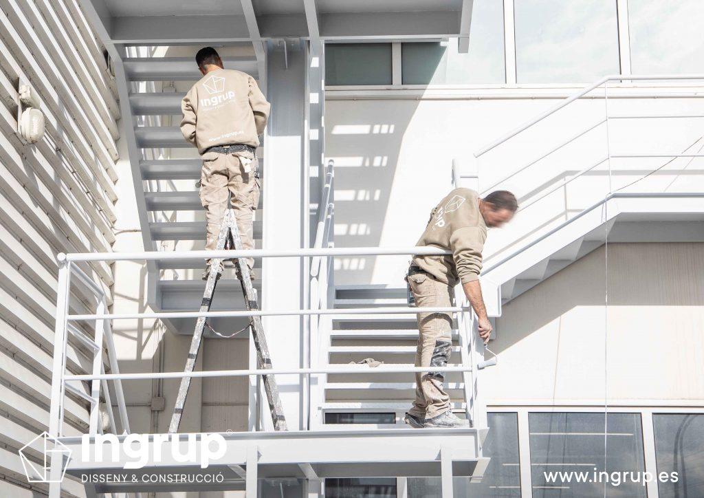 007 kh7 mantenimiento empresas ingrup estudi diseno construccion granollers retail pintura integral escaleras restauracion operarios pintura exterior escalera reparacion