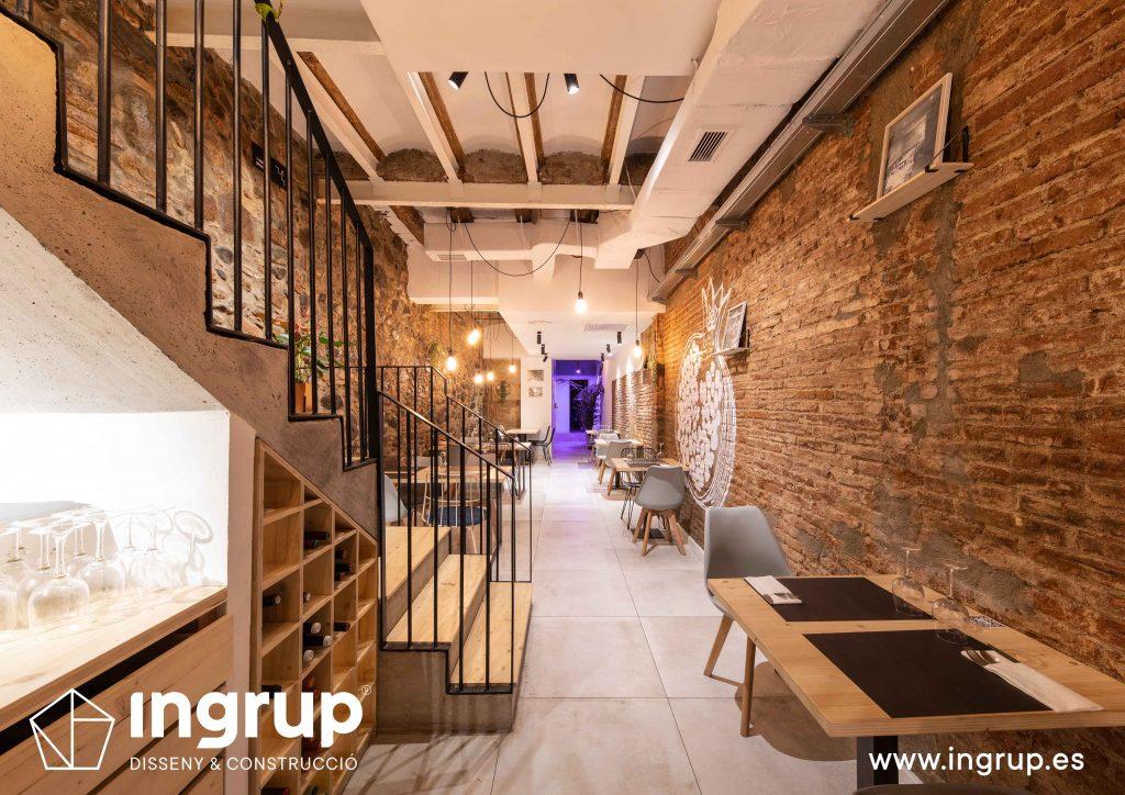 007 la magrana restaurante cuina meditarrania ingrup estudi diseno construccion granollers barcelona obra reforma interiorismo zona almacen estanteria vinos madera escalera nueva comedor