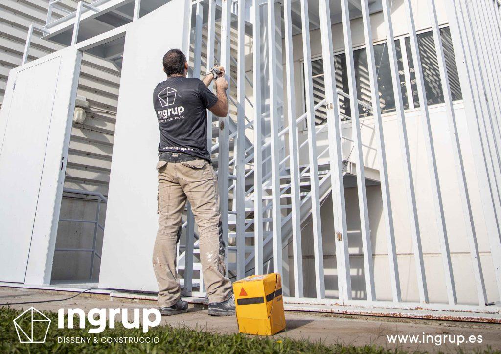 008 kh7 mantenimiento empresas escalera ingrup estudi diseno construccion granollers barcelona retail pintura integral escaleras operario reparacion valla exterior