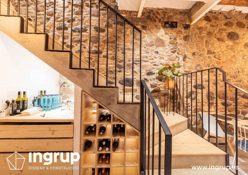 008 la magrana restaurante cuina meditarrania ingrup estudi diseno construccion granollers barcelona obra reforma interiorismo zona almacen detalle botellero vinos madera escalera nueva materiales