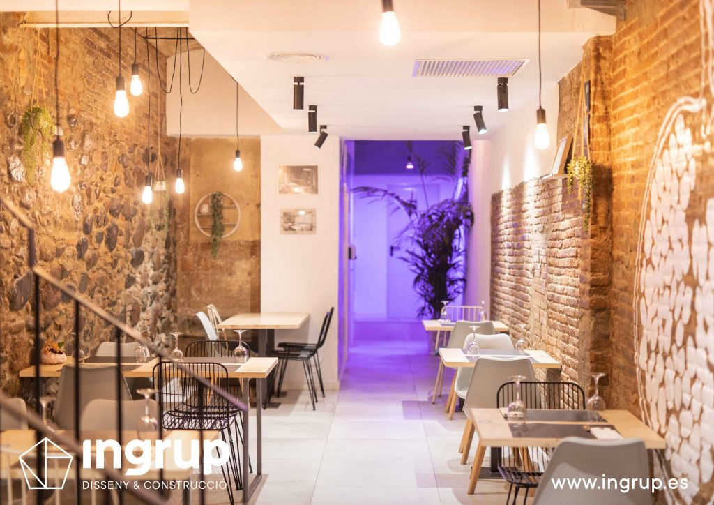 009 la magrana restaurante ingrup estudi diseno construccion granollers barcelona obra reforma interiorismo comedor nuevo iluminacion mobiliario a medida ladrillo visto decoracion vinilos