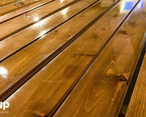 01 barnizado y tinte pavimento madera maciza local comercial barberia ingrup estudi diseno construccion retail fabricacion granollers barcelona