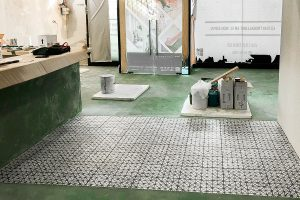 01 portada ingrup estudi obra y construccion diseno reforma granollers barcelona aplicacion de microcemento acabado pulido con combinacion de gres hidraulico