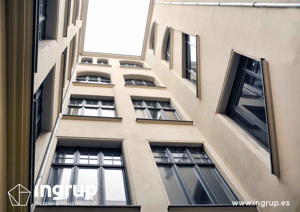 patio-de-luces-vivienda-comunidades-pintura-mantenimiento-rehabilitacion-ingrup-estudi-diseno-construccion-retail-granollers-barcelona