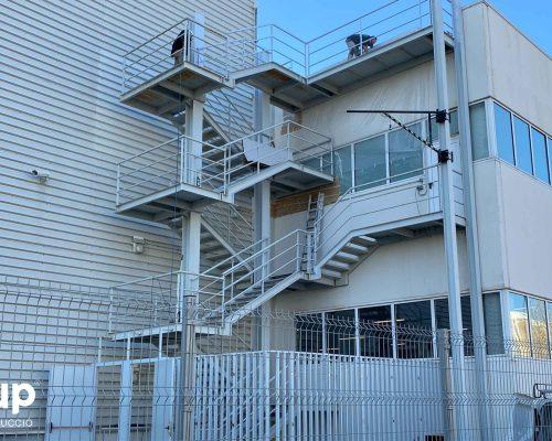 04 kh7 mantenimiento empresas retail ingrup estudi granollers operarios trabajando lijando pintura proteccion
