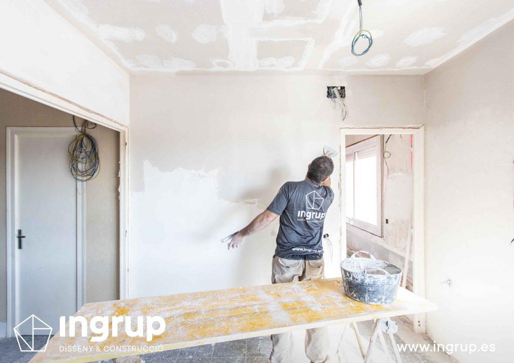 09 obra reforma piso vivienda ingrup estudi diseno construccion operario alisado paredes pladur acabado para pintura