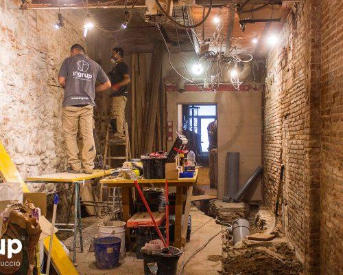 10 la magrana restaurant obra reforma construccion ingrup estudi repicado de paredes operarios piedra