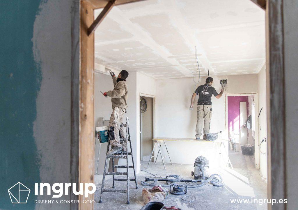 12 obra reforma piso vivienda ingrup estudi granollers diseno construccion operarios alisado paredes techo pladur
