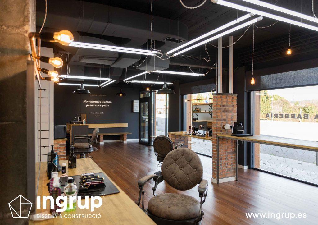14 proyecto integral llaves en mano ingrup estudi diseno construccion obra reforma barberia interiorismo espacio amplio iluminacion led entrada luz natural