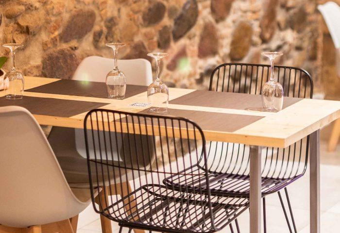 23 diseno mobiliario a medida ingrup estudi granollers barcelona construccion retail madera estructura hosteleria comercial sillas mesas taburetes barras mostradores stands