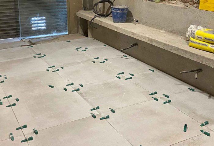 30 colocacion pavimento gres hidraulico porcelanico parquet hormigon impreso microcemento madera maciza ingrup estudio diseno construccion retail instalacion granollers barcelona