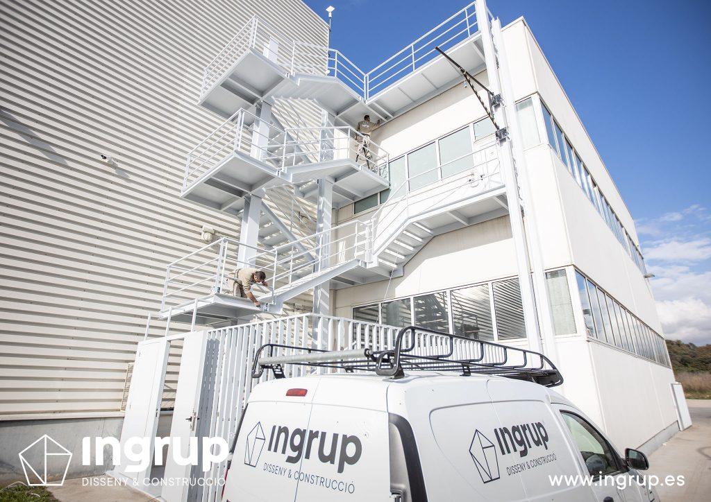 mantenimiento escalera emergencias pintura industrial ingrup estudi