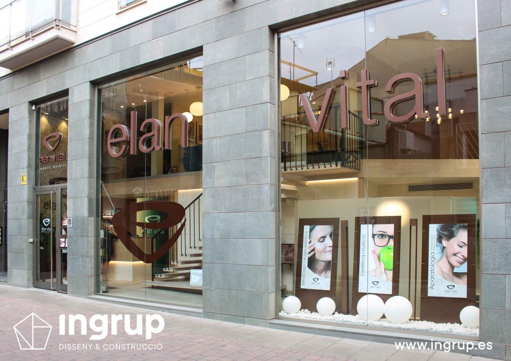 01 rotulacion cristalera local comercial letras corporeas gran formato aluminio pintado instalacion ingrup estudi diseno construccion retail granollers barcelona