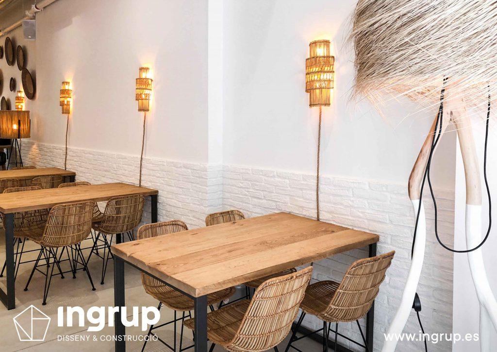 02 interiorismo comercial mobiliario restaurante maro azul iluminacion led instalacion ingrup estudi diseno construccion retail granollers barcelona