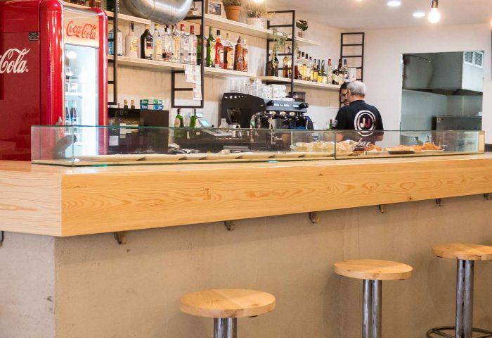 02 slider principal obra reforma interiorismo comercial bar jj barra entrada mobiliario ingrup estudi diseno construccion retail vinilo decoracion iluminacion granollers barcelona