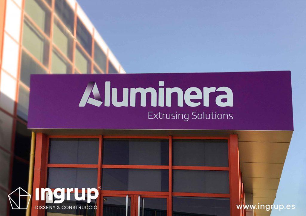 04 rotulación nave industrial aluminera rotulo principal vinilo impreso placa aluminio sin luz ingrup estudi diseno construccion retail granollers barcelona