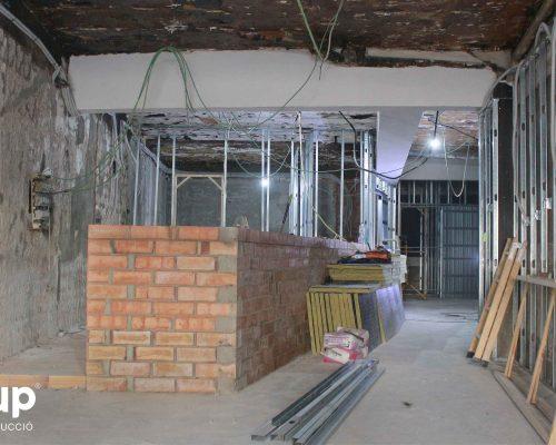05 construccion barra a medida 01 instalacion pladur trasdosados tabiques hidrofugos ingrup estudi diseno construccion retail granollers barcelona