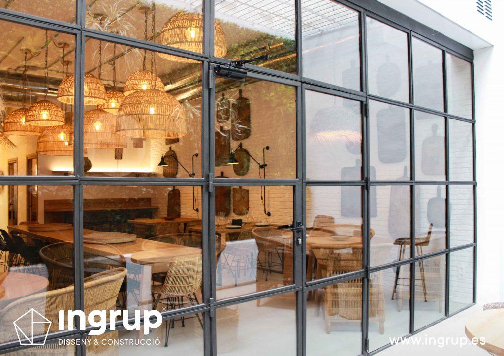 05 cristalera nueva fabricacion hierro a medida interiorismo comercial obra reforma terraza jardin vertical restaurante maro azul ingrup estudi diseno construccion retail granollers barcelona