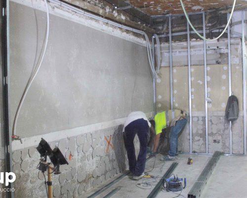 06 instalacion pladur trasdosados tabiques hidrofugos ingrup estudi diseno construccion retail granollers barcelona estructura