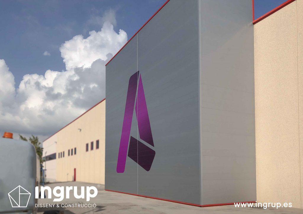06 rotulación nave industrial aluminera vinilo gran formato impreso aplicacion marca ingrup estudi diseno construccion retail granollers barcelona