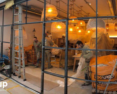 07 construccion fabricación a medida nueva cristalera terraza interior restaurante maro azul operarios ingrup estudi diseno retail granollers barcelona