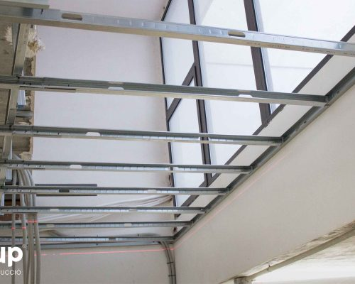 09 colocación techo continuo pladur estrucutra ingrup estudi estudio diseno construccion retail rotulacion granollers barcelona interiorismo