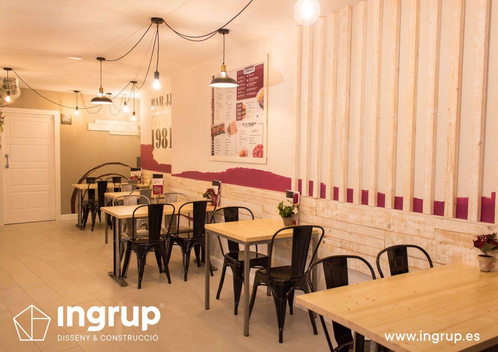 11 comedor interior pintura decorativa madera decoracion iluminacion mobiliario restauracion ingrup estudi diseno construccion retai granollers barcelona