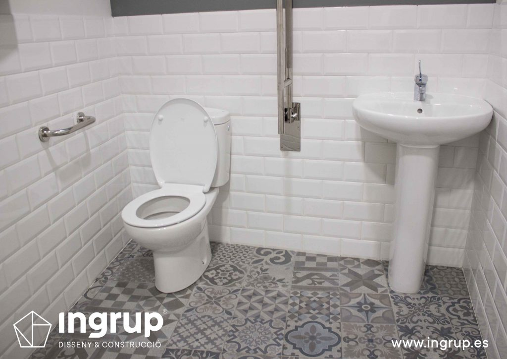 14 interior baño pavimento hidraulico sanitario alicatado metro pintura decorativa ingrup estudi diseno construccion retai granollers barcelona