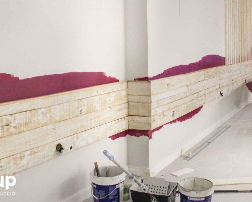 14 pintura decorativa en paredes madera decapada interiorismo ingrup estudi diseno construccion retail granollers barcelona