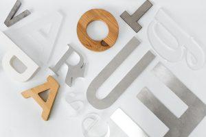 letras corporeas madera aluminio metal metacrilato acero pintura color luz retroiluminadas diseno fabricacion instalacion rotulacion ingrup estudio diseno construccion retail granollers barcelona