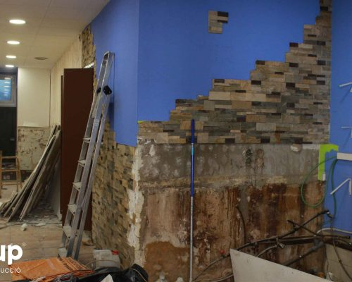 003 reforma integral local comercial derribo saneamiento paredes escombros limpieza ingrup estudio diseno construccion retail granollers barcelona