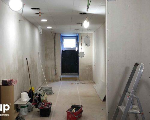 008 revestimiento paredes mortero pladur techo continuo instalacion electrica luz pavimentos ingrup estudio diseno construccion retail granollers barcelona