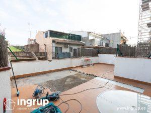 01 antes mantenimiento terraza comunidad vecinos repicado pavimento impermeabilizacion terraza gres ceramico ingrup estudi diseno construccion retail granollers barcelona