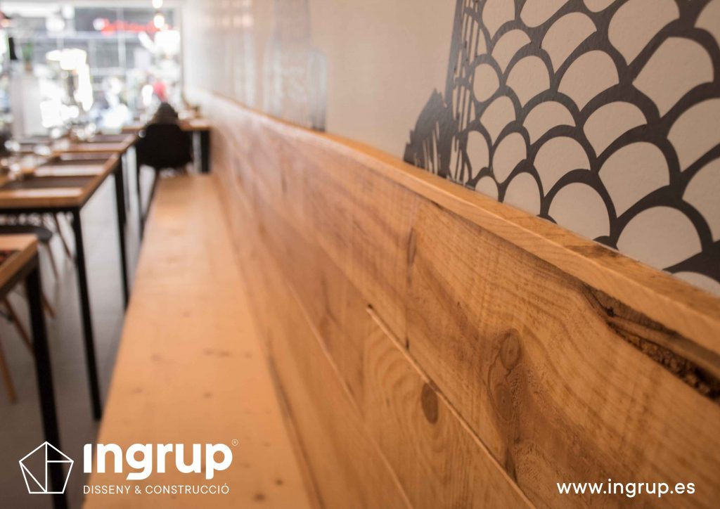 014 detalle banco madera maciza acabado barniz incoloro fabricacion instalacion interiorismo ingrup estudi diseno construccion granollers barcelona