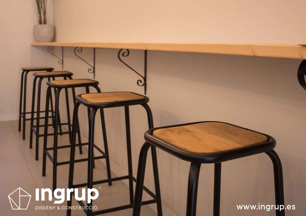 016 detalle taburetes madera mobiliariointeriorismo ingrup estudi diseno construccion granollers barcelona