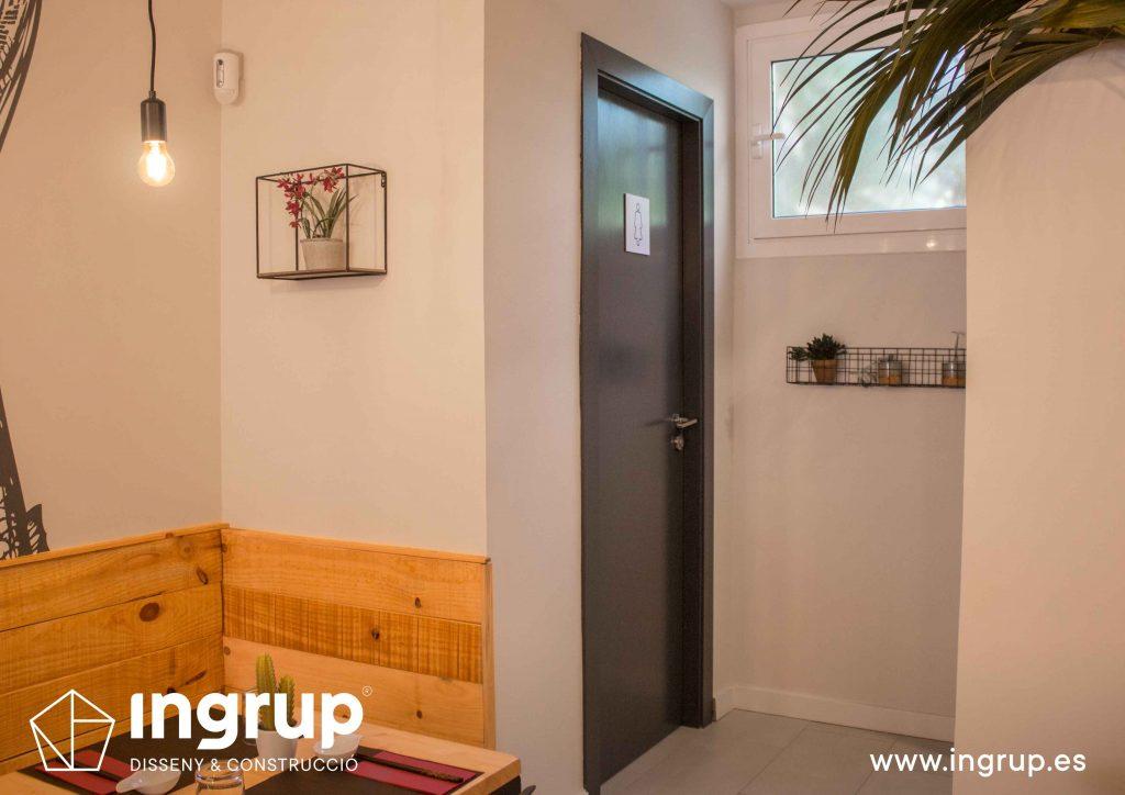 018 baño puerta reforma interiorismo ingrup estudi diseno construccion granollers barcelona