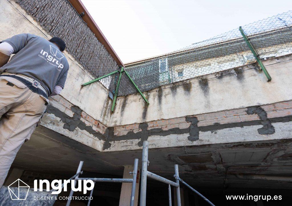 02 mantenimiento comunidad vecinos reparacion grieta escructural grapas revestimiento pintura ingrup estudi diseno construccion retail granollers barcelona