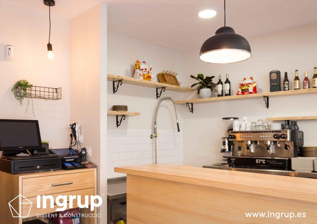 021 recepcion mostrador madera entrada ingrup estudio retail diseno construccion granollers barcelona