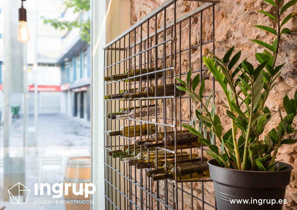 07 detalle botellero vertical hierro decoracion ingrup estudio diseno construccion retail granollers barcelona