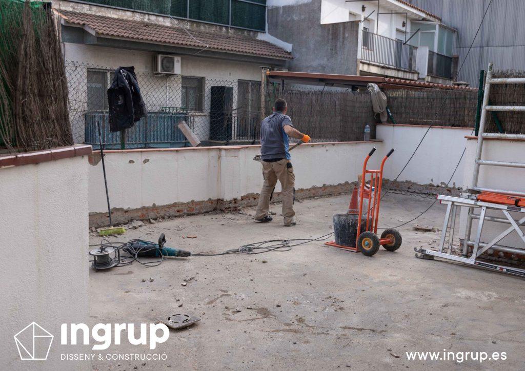 11 mantenimiento repicado pavimento antiguo limpieza terraza saneamiento comunidad vecinos revestimiento pintura ingrup estudi diseno construccion retail granollers barcelona