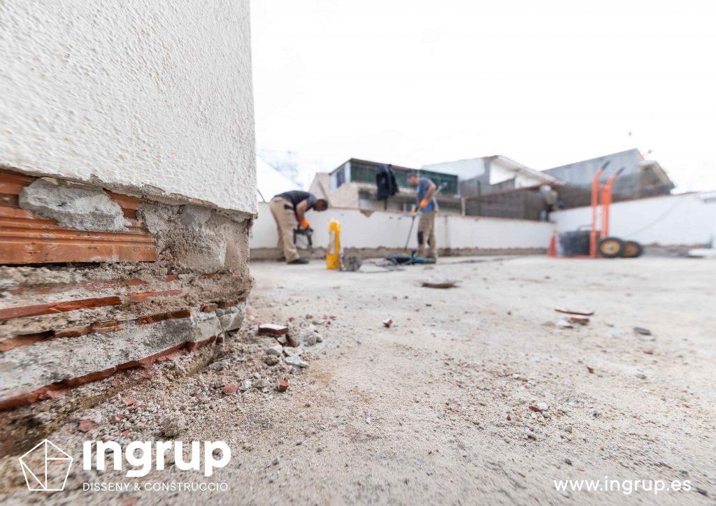 12 mantenimiento repicado pavimento antiguo limpieza preparacion comunidad vecinos revestimiento pintura ingrup estudi diseno construccion retail granollers barcelona