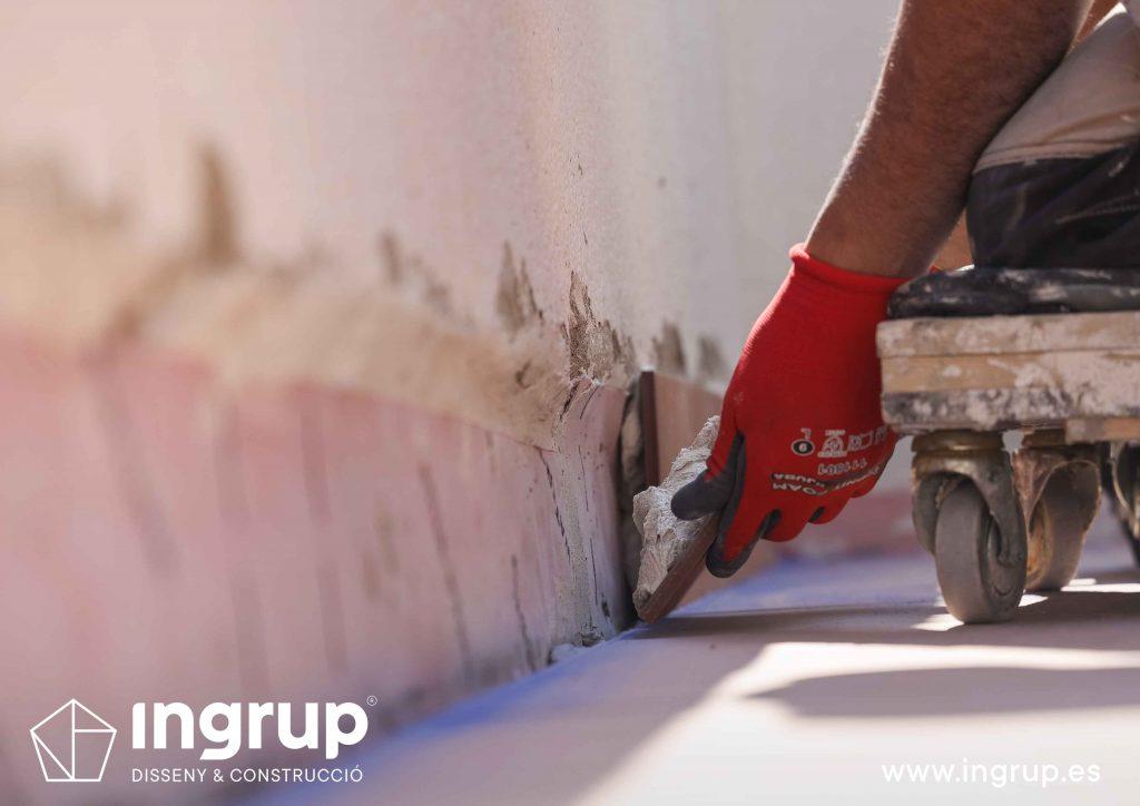 18 mantenimiento colocacion pavimento nuevo gres ceramico mortero comunidad vecinos revestimiento pintura ingrup estudi diseno construccion retail granollers barcelona