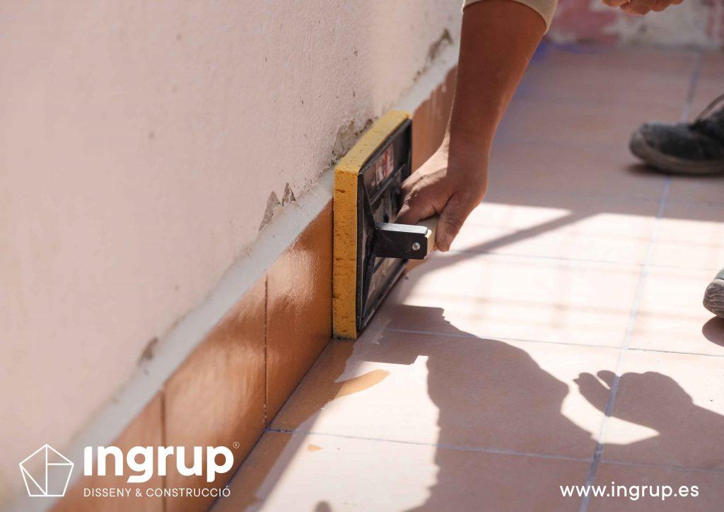 19 mantenimiento colocacion pavimento nuevo gres ceramico mortero comunidad vecinos revestimiento pintura ingrup estudi diseno construccion retail granollers barcelona