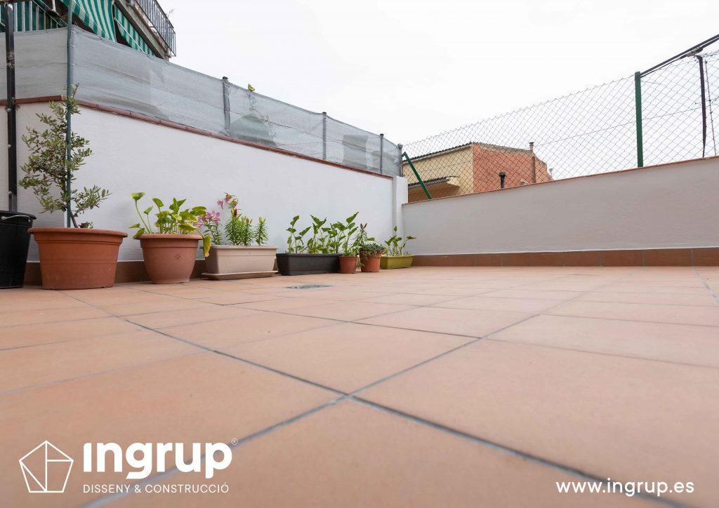 21 mantenimiento pavimento nuevo gres ceramico finalizado despues comunidad vecinos revestimiento pintura ingrup estudi diseno construccion retail granollers barcelona